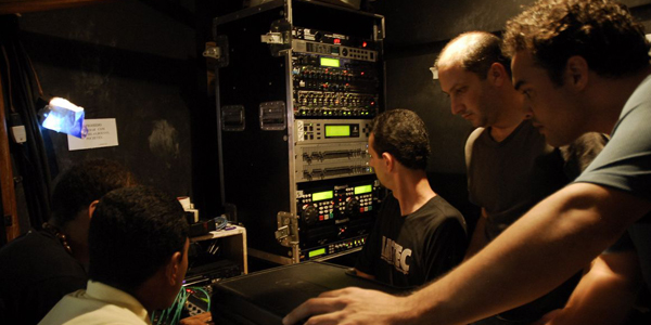 Aula para técnicos em sonorização e audiovisual